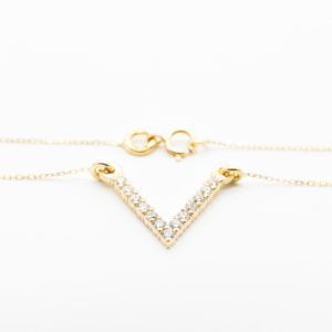 collier or jaune diamant forme de v